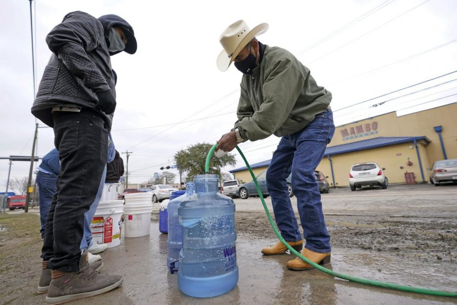 Texans fill up gallons when their pipes froze.